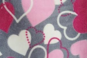 Sklep włókienniczy materiał w serduszka biało-czerwono-różowe