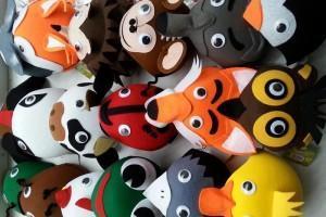 Sklep włókienniczy czapki z materiału w kształcie różnych zwierząt