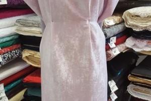 Sklep włókienniczy manekin sukienka świecąca