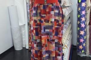 Sklep włókienniczy sukienka w ciapki na manekinie