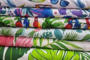 Sklep włókienniczy materiał różne wzorki i kolory