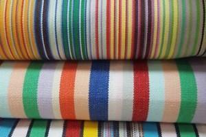 Sklep włókienniczy materiał w paski różne kolory