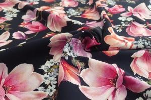 Sklep włókienniczy tkanina czarna w kwiaty