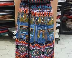 Sklep włókienniczy manekin sukienka różne wzory kolory