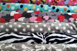 Sklep włókienniczy tkaniny różne wzory kolory