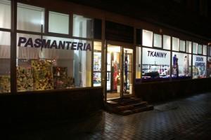 Sklep włókienniczy witryna sklepu pasmanteria