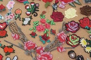 Sklep włókienniczy dodatki krawieckie różyczki