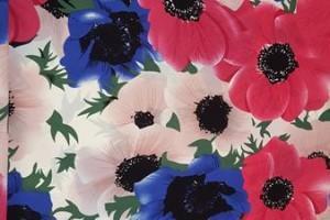 Sklep włókienniczy materiał  w kwiaty czerwono-biało-niebieskie