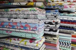 Sklep włókienniczy tkanina różne kolory