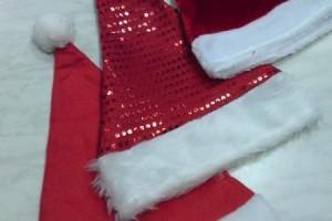 Sklep włókienniczy czapki świętego mikołaja